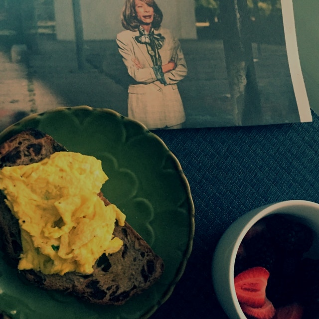 Scrambled eggs on cranberry toast with a side of fresh fruit