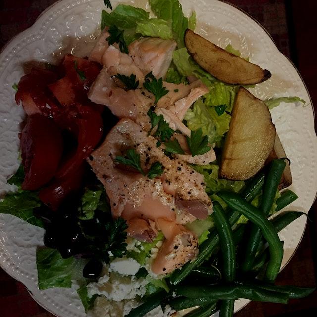 My favorite kind of meal: a big ass salad 🍅