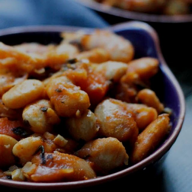 Greek baked beans 👌👌👌🙌 Vegan and also magic http://bit.ly/1ClsWGR