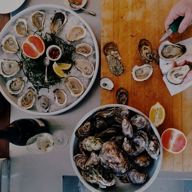 Enjoying oysters at home is surprisingly easy! Here's everything you need to know: http://bit.ly/...