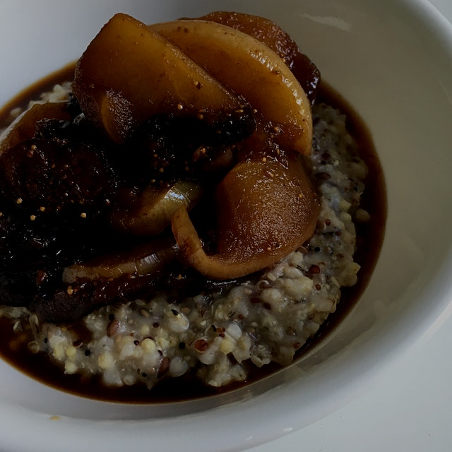 Five-grain cereal with apple fig compote... I welcome this cold morning with open arms!