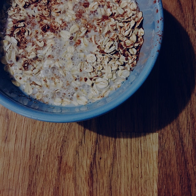 Prepping overnight oats with almond milk, cinnamon, and freshly-grated nutmeg! ☺️