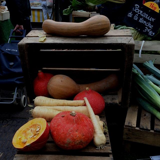 Autumn market scene.
