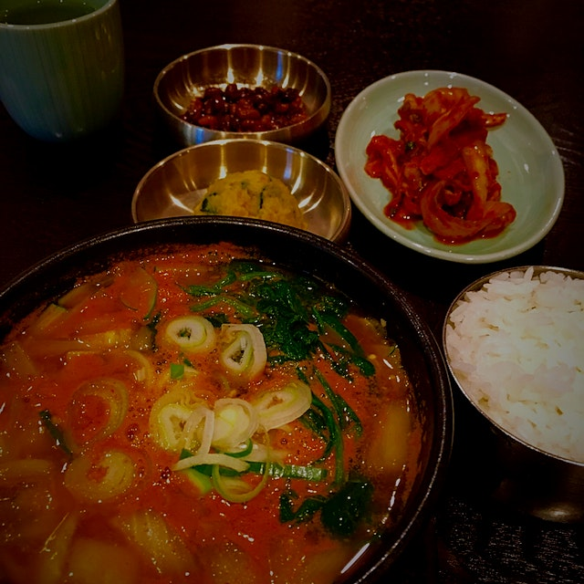 Doenjang Jigae (Korean Soybean Paste Soup) Definitely, my definition of true comfort food. Yummy ...