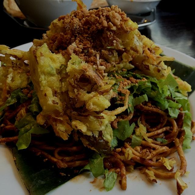 Mee goreng - love the added vegetable fritters!