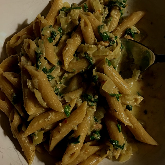 Penne with sardine and spinach sauce