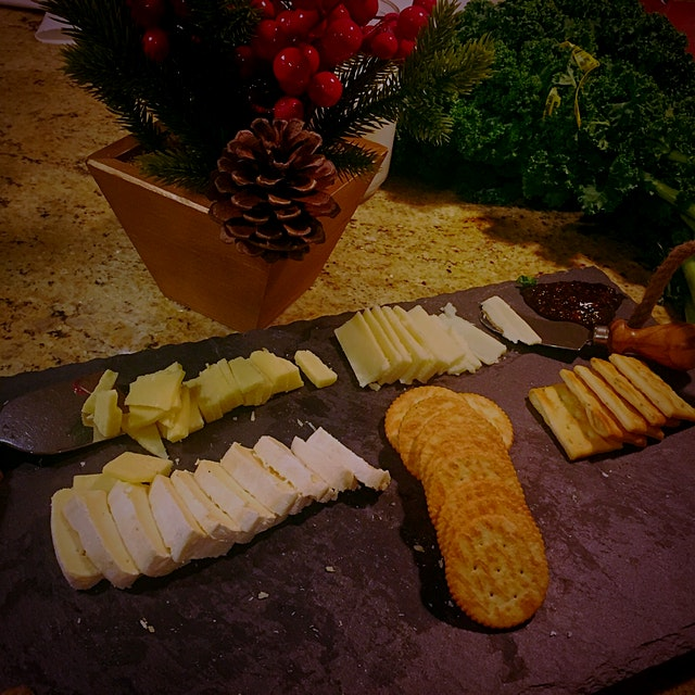 Cheese plate prepared by @aanandradia #domestic #holidaycheesin