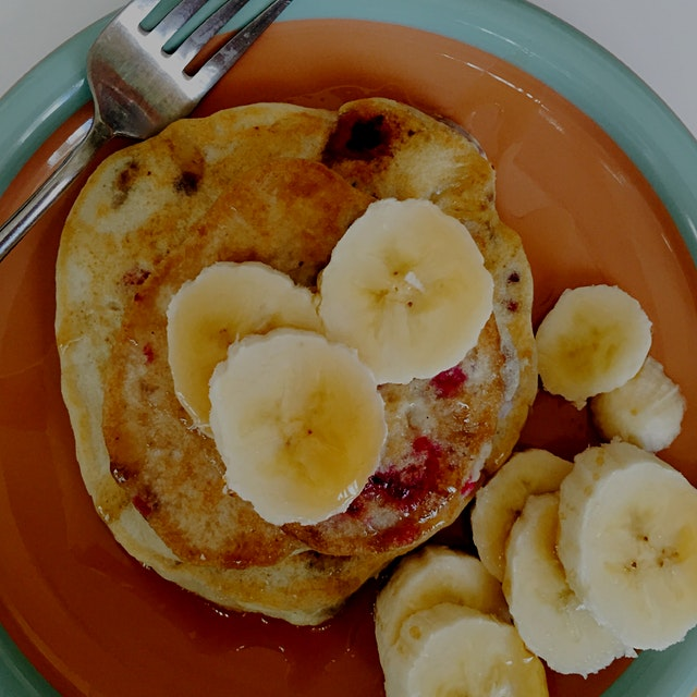 Excellent way to begin the new year: gluten-free raspberry banana pancakes. With coffee, lots of ...