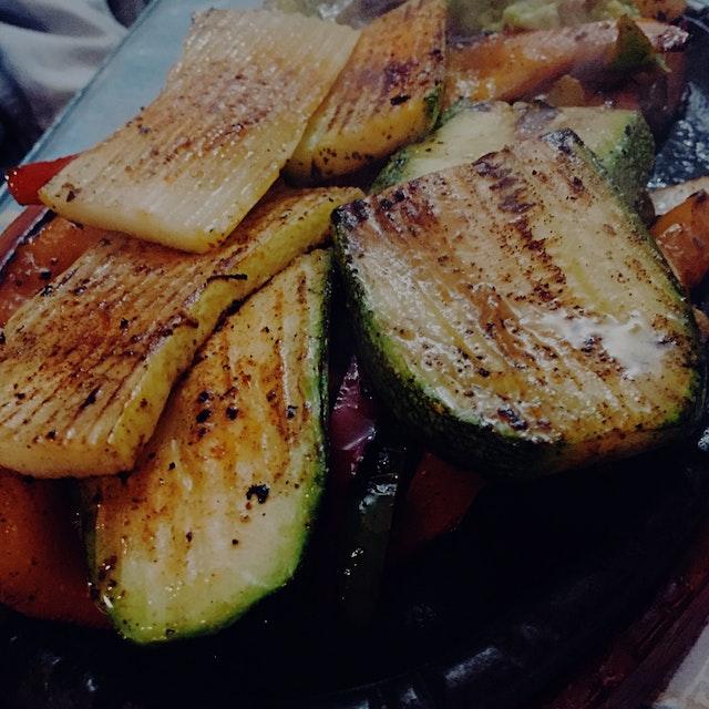 Steaming hot veggie fajitas 🔥🔥