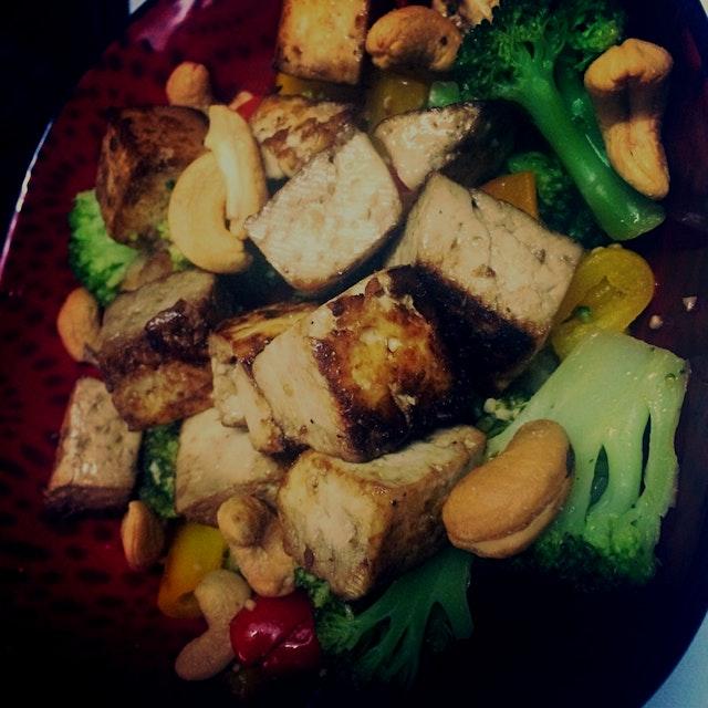 Ginger Soy Tofu Cashew Rice Bowl