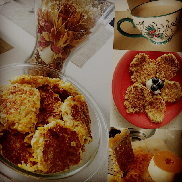 Made these healthy butternut squash apple spiced oatmeal pancakes with hot cocoa for today's cozy...