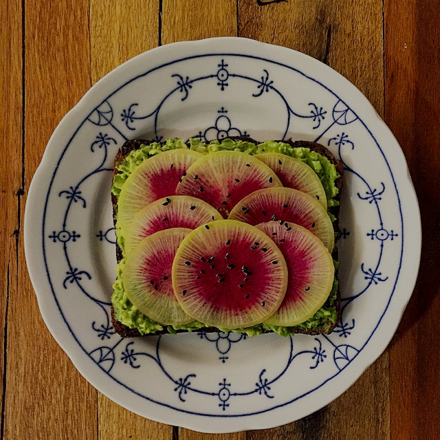A colourful avocado toast to start the day! #laterstand