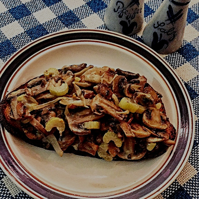 'Shrooms on Toast. A favourite meal that my mom taught me. When I visit we always have it ☺️👍🏻