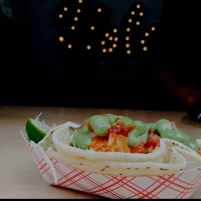 Madison square park eats are such a happy afternoon distraction. Drive by taco from calexixo #aft...