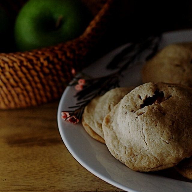 Gluten-free Apple Cinnamon hand pies are flakey on the outside, gooey inside! Perfect fall desser...
