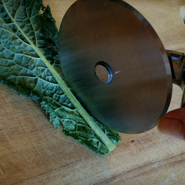 Is this a new way to take down those massive bunches of kale available now? See how it turned out...