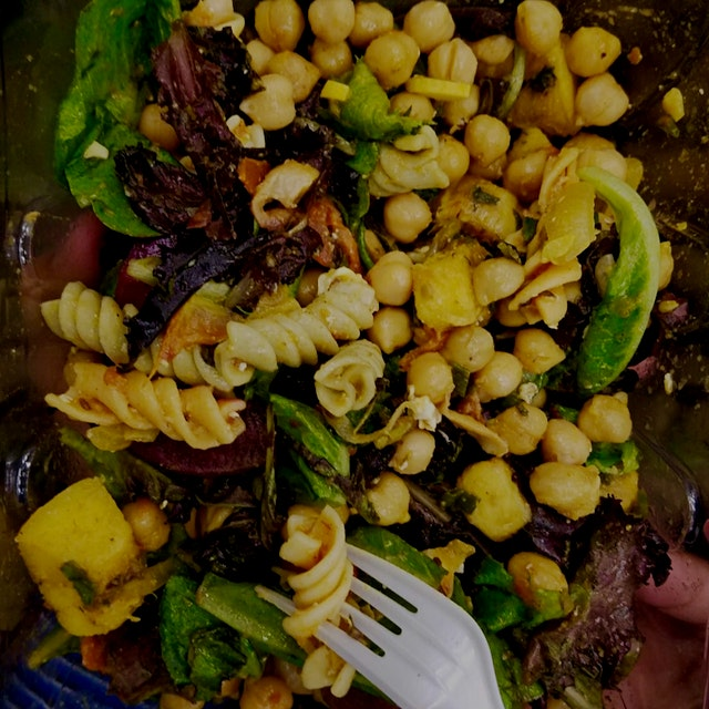 Roasted Acorn squash pasta salad with curried chickpeas !