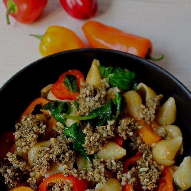 Vegan steel cut oat sausage and peppers pasta dinner - recipe on MeetTheShannons.com