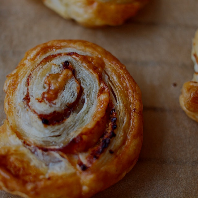 Back-to-school time! Thinking of baking these little swirls for my daughter's school snack box! (...
