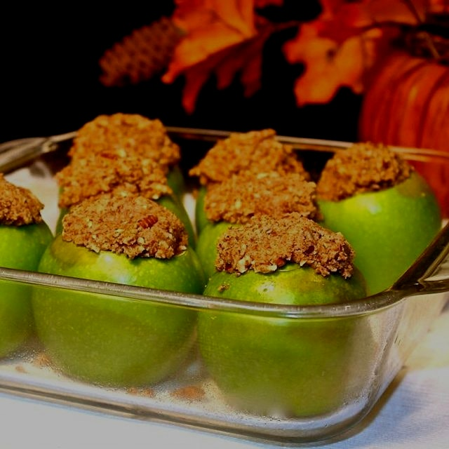 These Inverted Paleo Apple Pies are a healthy way to enjoy your Thanksgiving favorites! Gluten an...