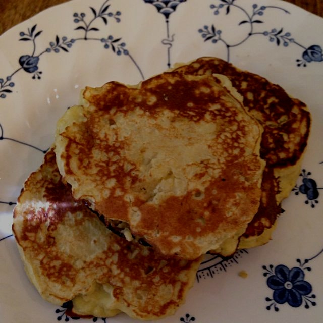 3 ingredient 2 minute pancakes, so good! 1 banana 2 eggs 2 tbsp coconut flour. Thanks for the ide...