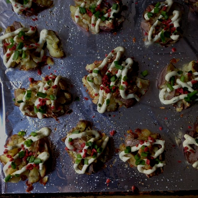 Vegan Ranch Smashed Potatoes with Vegan Bacon Bits and Fresh Chives - recipe on MeetTheShannons.c...