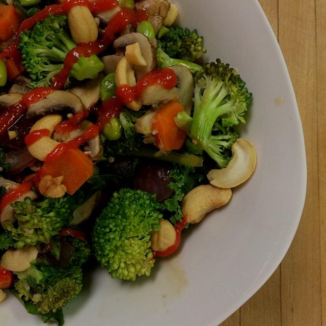 Edamame, broccoli, kale, red onion, carrots, cashews, & quinoa {100% organic} {ginger, garlic, ri...
