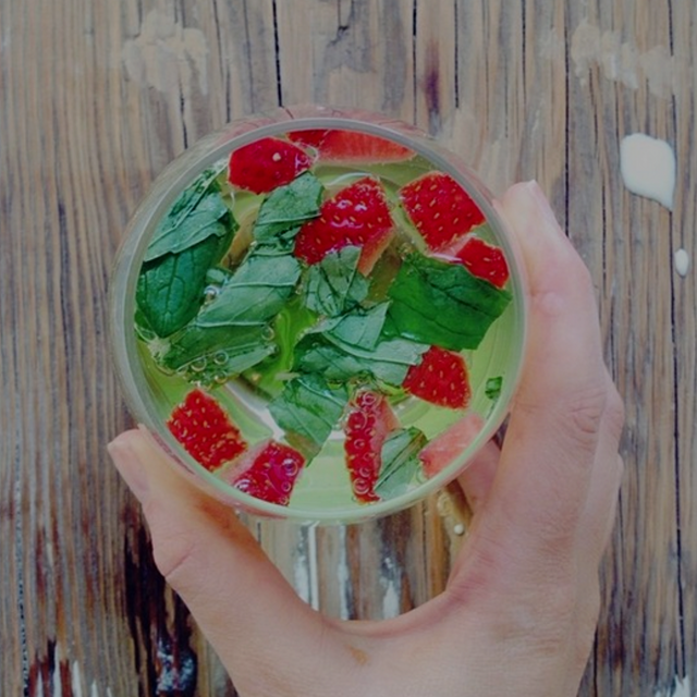 Simple as water + mint + strawberries !