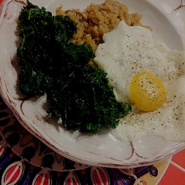 Mushroom risotto with brown rice, a sunny side egg and a side of sautéed kale. 😋 This brown rice ...