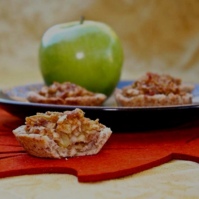 Emi's Date Sweetened Apple Pie Tartlets 🍎🍏🍎. So tasty! Paleo, gluten and dairy free, diabetic fri...