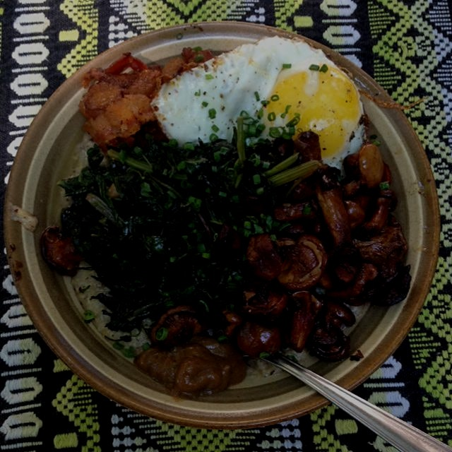 Throwback to my first ever meal in Portland OR. Farmer's market brunch of foraged mushrooms, gree...
