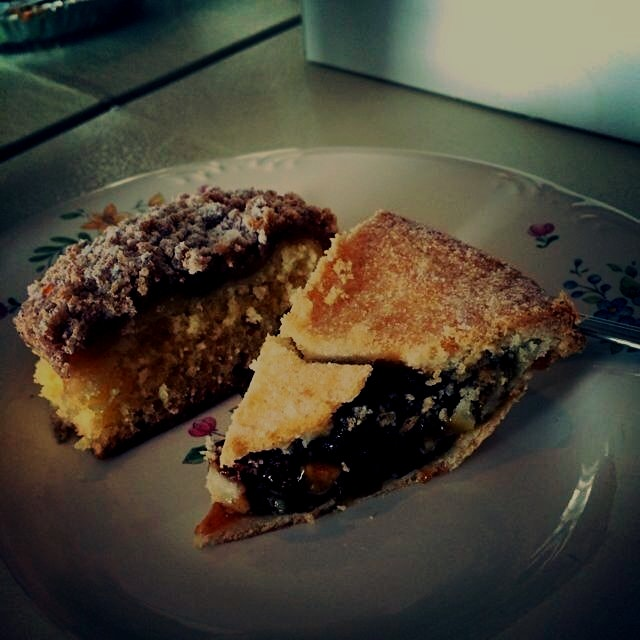 Mince pie and apple crumb for lunch :) #bakersbounty #localfood #happyfriendsgiving