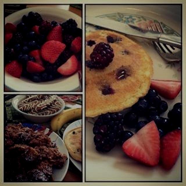 Nothing like some post-Thanksgiving banana & blueberry pancakes with fresh organic fruit, amirite...
