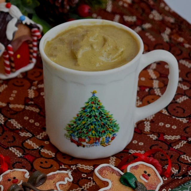 Gingerbread Smoothies are a healthy, delicious way to enjoy the flavors of the season! Vegan and ...