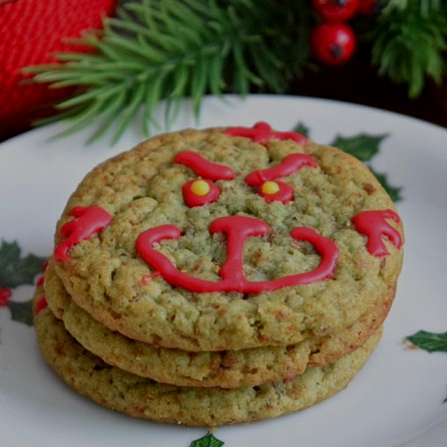 Grinch Head Cookies. (Gluten free snicker doodles) 🎄🎆🎅 Search for them on www.GreatFoodLifestyle.com