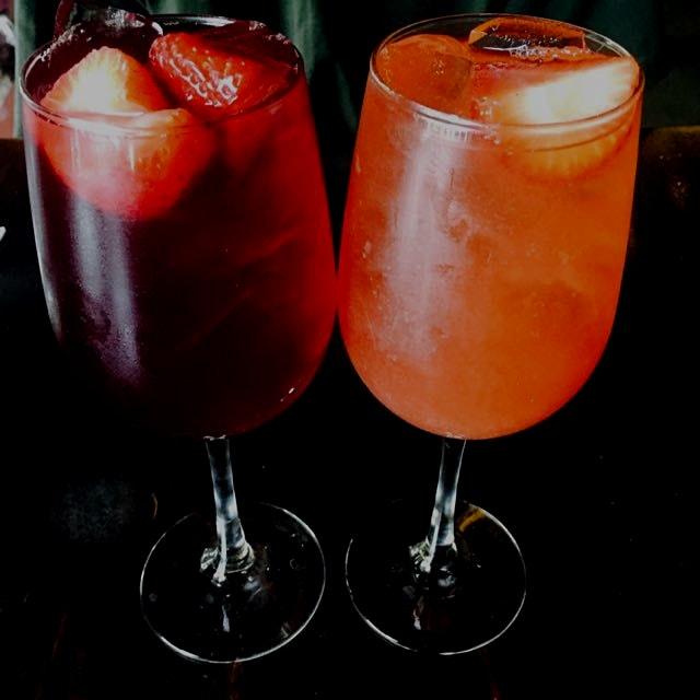 Grapefruit & strawberry / peach & strawberry sangria ☺️