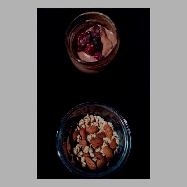 5 am on-the-go breakfast: smoothie, roasted almonds & granola