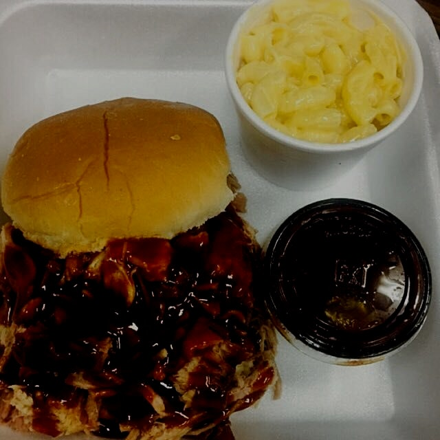 Pull pork sandwich and mac n cheese