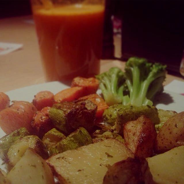 Roasted veggies and juice #vegan