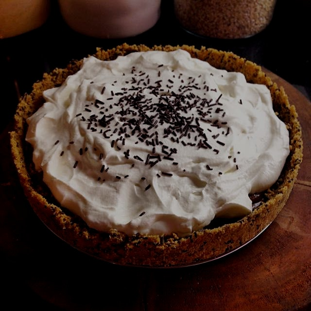 Chocolate Pudding Pie. Cause everyone loves pudding!  There's even chocolate sprinkles in the gra...