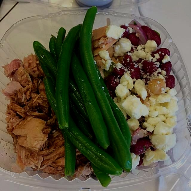 Healthy lunch! Mixed bean salad, green beans, tuna & balsamic and olive oil. #healthyliving #heal...