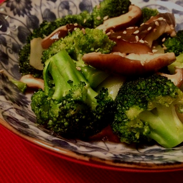 Simple braised broccoli and shiitake mushroom in oyster sauce