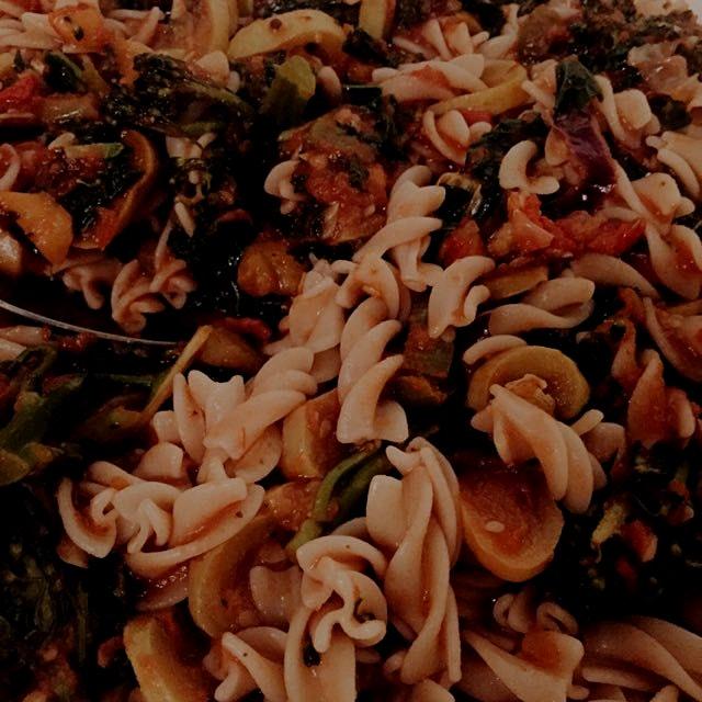 Brown rice pasta, red sauce, roasted veg