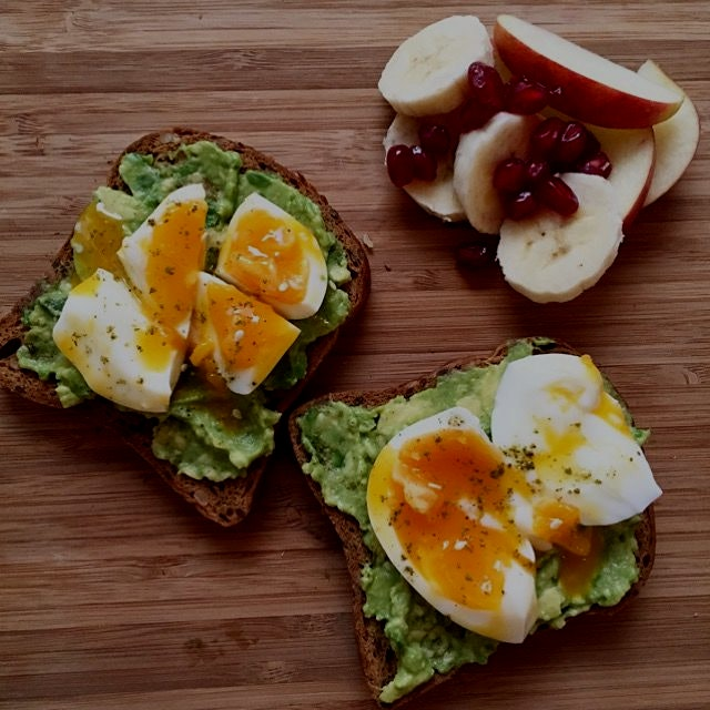 Mashed avocado toast with soft boiled egg, topped with Za'atar!