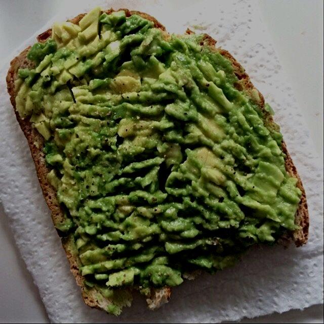 Healthy avocado snack, so easy to prepare!
