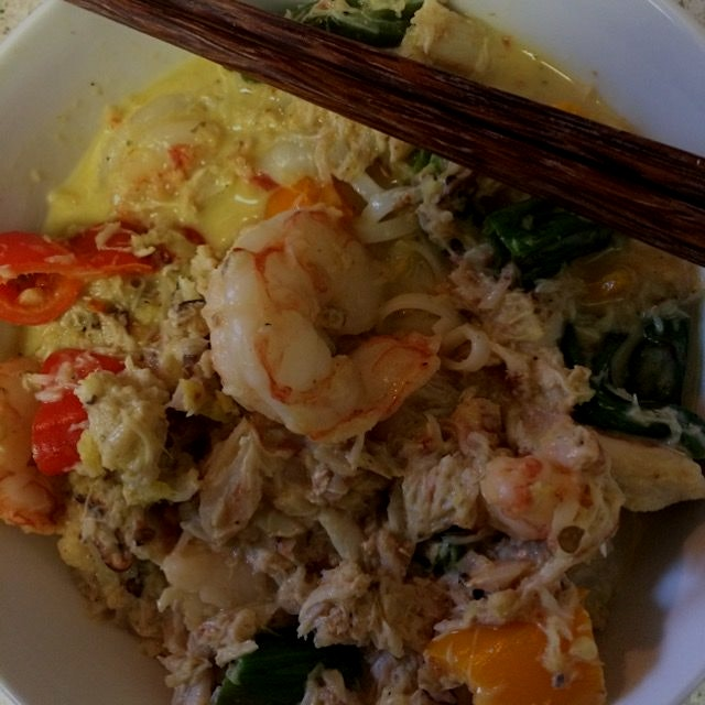 Shrimp and crab curry rice noodles
