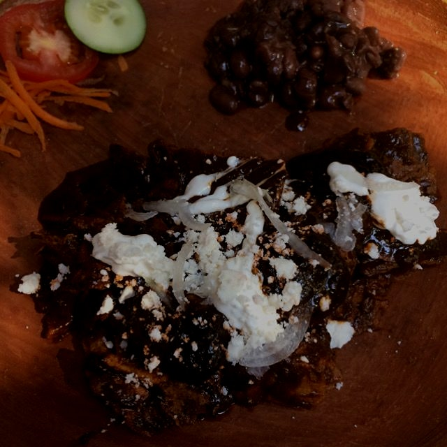Chilaquiles con mole negro