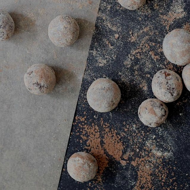 Maca and Cacao Raw Truffles... 3 ingredients and you have a healthy snack! http://bit.ly/1FzFcoh