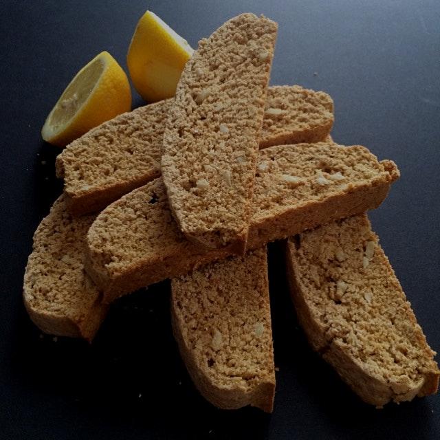 Vegan vanilla almond biscotti with lemon zest! Recipe on my site :)