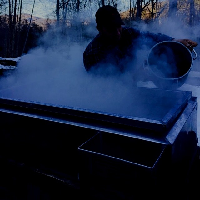 Boiling the maple sap into syrup